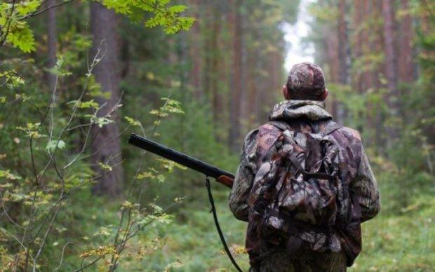 Пенсионер с ружьем устроил охоту на соседей