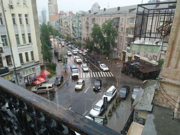 """Киев накрыло """"мокрым покрывалом"""": кадры водного Апокалипсиса"""