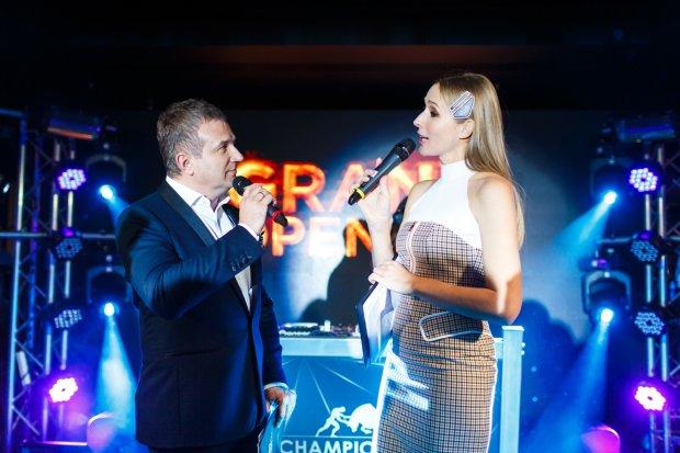 Катя Осадча вигуляла нову сукню і Горбунова в Гаазі