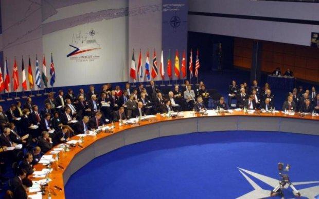 НАТО попросили не убивать надежды украинцев