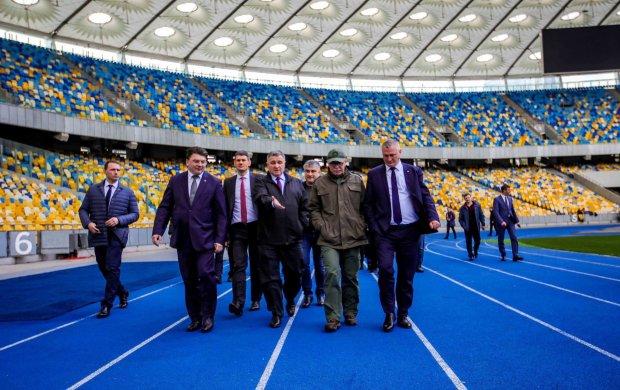 Аваков терміново звернувся до українців перед дебатами Зеленського та Порошенка