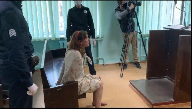 В Харькове неадекватная мать избежала тюрьмы: гуляла по городу с отрубленной головой дочери