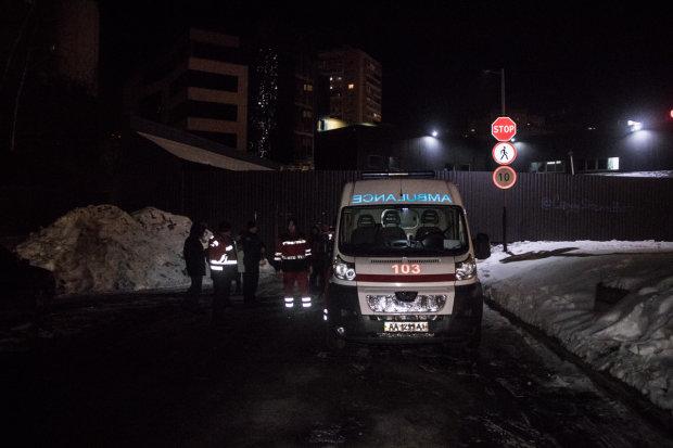 Киевляне отоваривались вместе с трупом охранника: жуткий инцидент засняла камера
