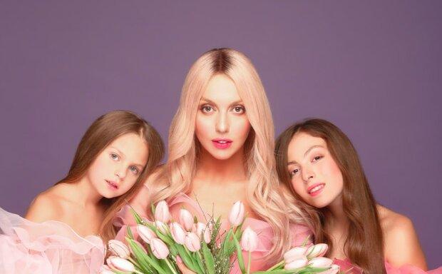 Полякова показала, як підросли красуні-доньки Маша і Аліса: хто більше схожий на маму?