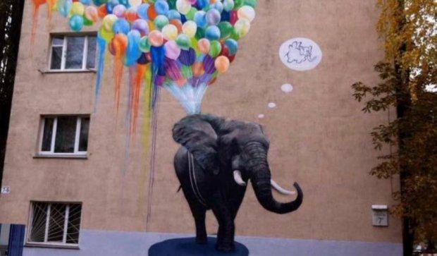 На киевской пятиэтажке появился мурал со слоном