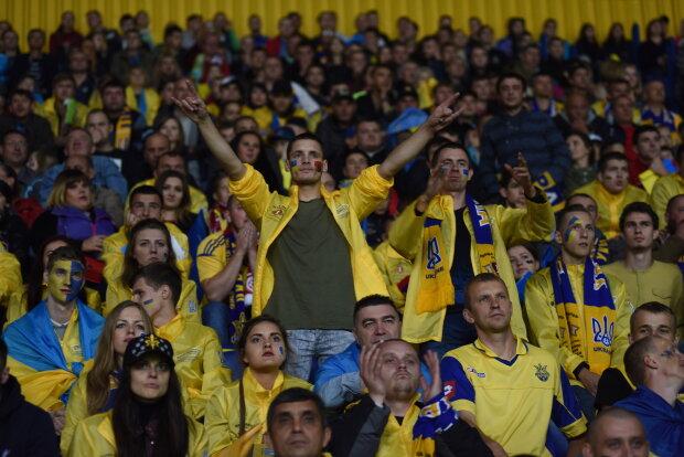 """Футболісти збірної потужно привітали Україну: """"Блакитний і жовтий - у наших серцях"""", відео"""