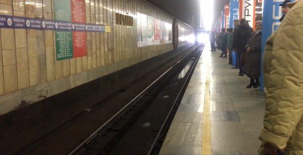 У Києві затопило станцію метро, комунальне пекло Кличка показали одним фото