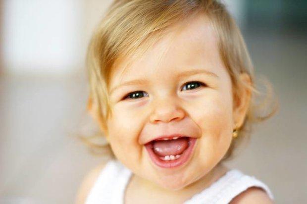 Малышка с нарушениями слуха впервые услышала голос сестры, видео заставляет плакать всех: наслаждайтесь одним из самых лучших дней в нашей жизни