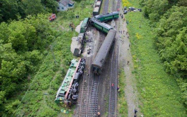 Машиніст взяв на себе смертельний удар: моторошні кадри аварії в Європі