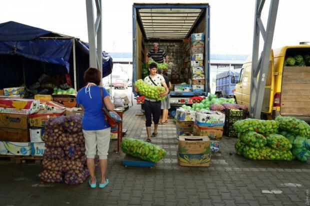 Ціни на огірки змусять українців забути про салати