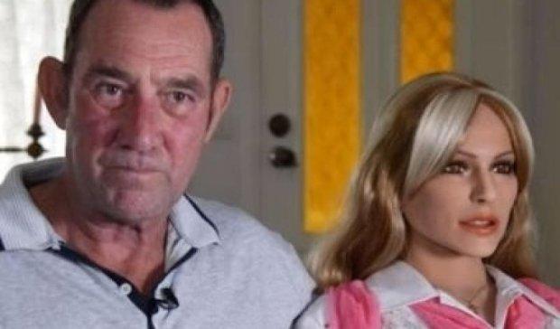 Четвертой женой австралийца стала кукла для секса