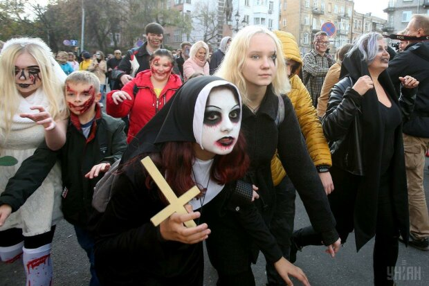 Гадания и макияж на Хэллоуин: как выглядеть жутко и одновременно привлекательно