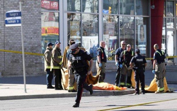 Невідомий відкрив стрілянину по перехожих, десяток постраждалих