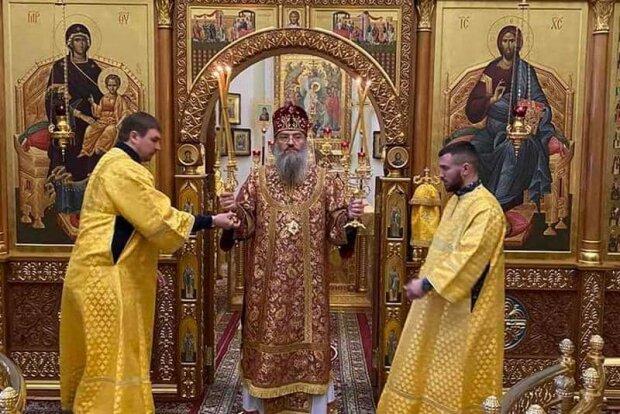 Вместо боксерских перчаток — ряса: Ломаченко принял участие в богослужении на Святой Земле