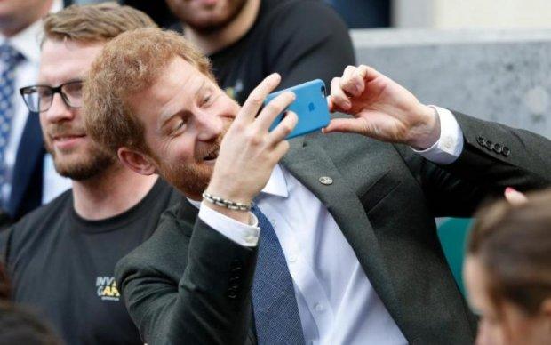Плітки по-королівськи: про що базікає принц Гаррі з тестем по телефону