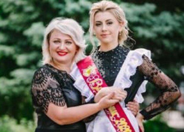 Диана Деркач с мамой, фото: Прикарпатье Online