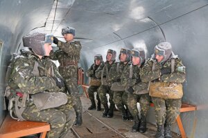 Бойцы 95-й отдельной аэромобильной бригады