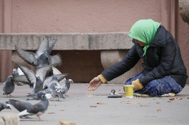 Украинцев втянули в миллиардные долги: отдадим с зарплаты и пенсии