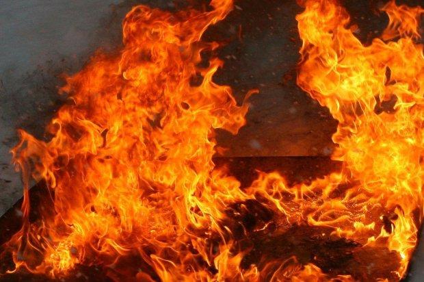 Потужний вибух розніс завод на друзки: полум'я спалює людей живцем, бригади медиків ледве справляються