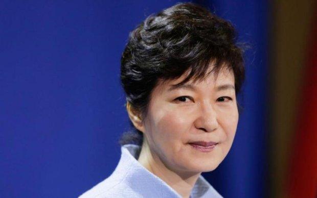 """Екс-президента Південної Кореї засудили до """"собачої"""" смерті"""