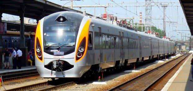 Львів'янин потрапив під поїзд, швидкість була шаленою: копи помітили підозрілу деталь