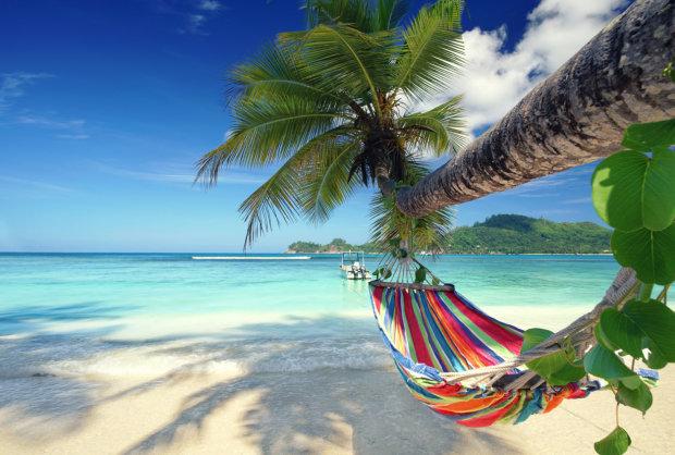 Чоловічий рай: цей курорт нагодує, напоїть та подарує 60 гарячих красунь, фото 18+