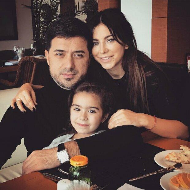 Ани Лорак с дочкой Соней и мужем, фото Instagram