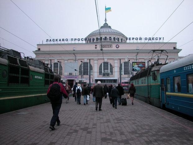 """Укрзализныця"""" закрыла продажу билетов: что происходит"""