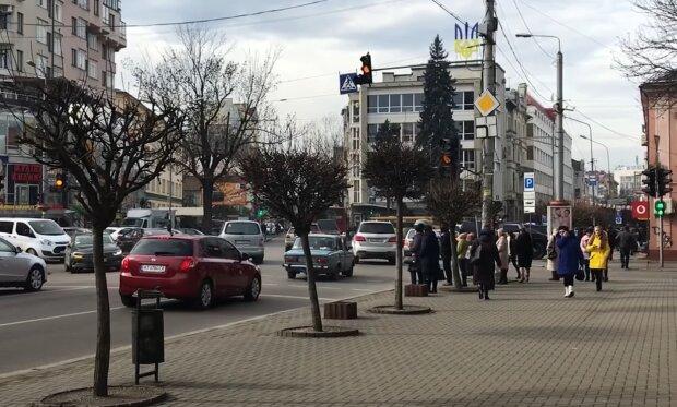 У Франківську школярам і студентам дозволять заощадити на транспорті