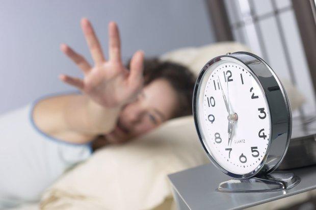 Перехід на літній час: українцям нагадали, коли та куди переводимо годинники