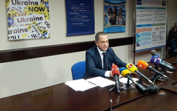 В Україні скасували соцвиплати на дітей та лікарняні: заступник міністра виступив з екстреною заявою, відео