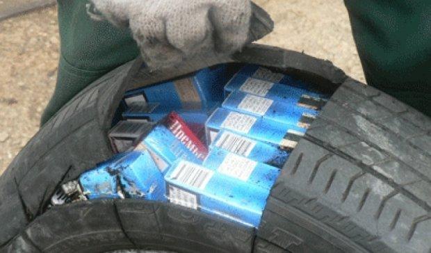 В Волынской области пограничники изъяли 200 ящиков нелегальных сигарет (видео)