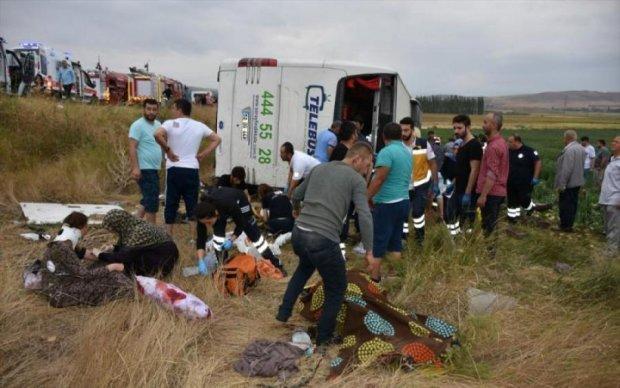 30 авто влаштували місиво на пожвавленій трасі, є жертви