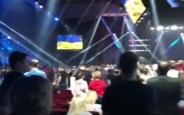 Соцмережі вразили москвичі, які встали під гімн України перед боєм Руденка