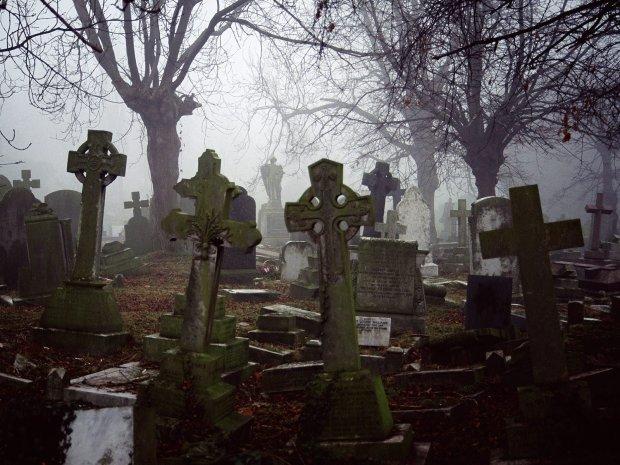 П'яні діти влаштували тотальний погром на кладовищі: українські реалії, від яких кров холоне в жилах