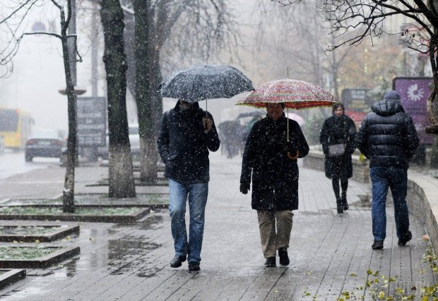 Погода на выходных искупает и приморозит украинцев