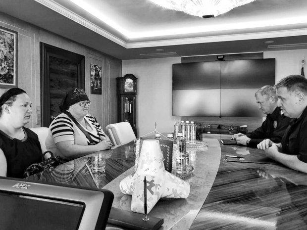 Аваков и Князев отважились взглянуть в глаза родителям погибшего Кирюши