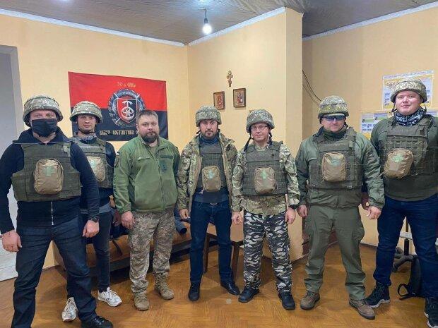 Народные депутаты Украины, поездка на Восток Украины - фото с Фейсбук Андрея Стріхарського