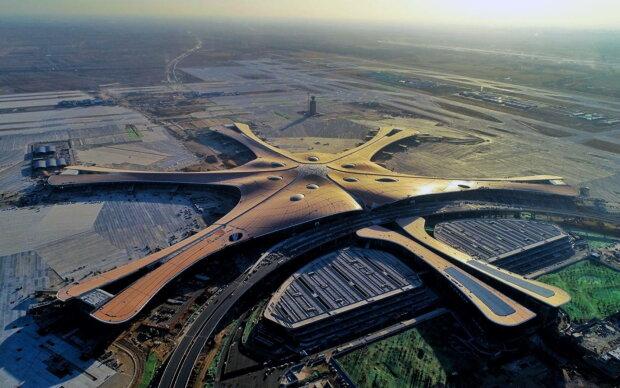 В Китае заработает самый большой аэропорт мира: величественное сооружение в форме Феникса открыли в Пекине