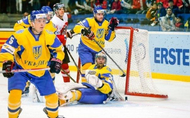 Чемпионат мира по хоккею: Украина минимально уступает в третьем матче