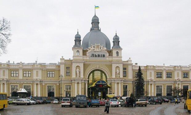 """Только для погонов: на львовском вокзале военным выделили отдельные """"апартаменты"""""""