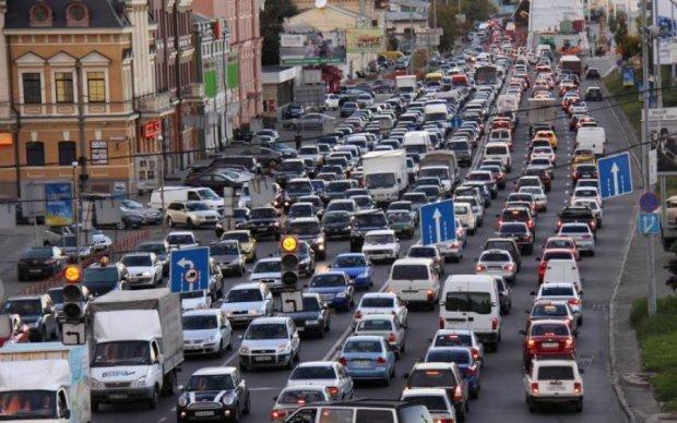 Ремонт киевского моста на месяц отправит водителей в ад