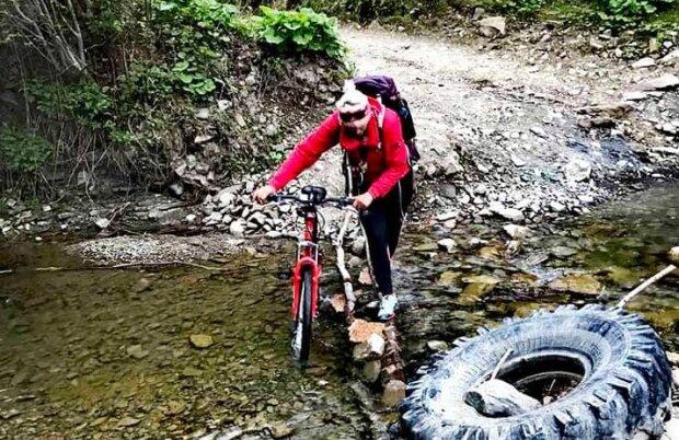 Франківчанка намотала на велосипеді сотні кілометрів, щоб здійснити дитячу мрію
