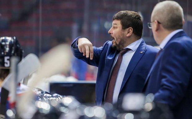 Тренери побилися під час хокейного матчу: відео