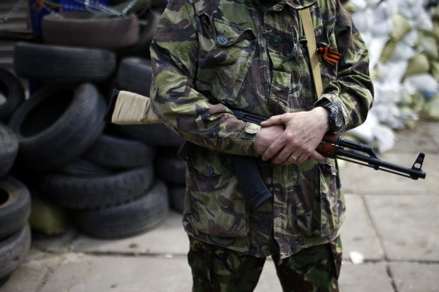 Путінські горлорізи на Донбасі розстріляли військове авто, є жертви
