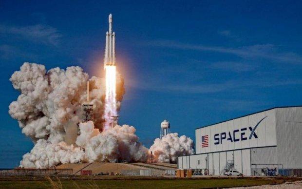 Ілон Маск запустив в космос мисливця за планетами