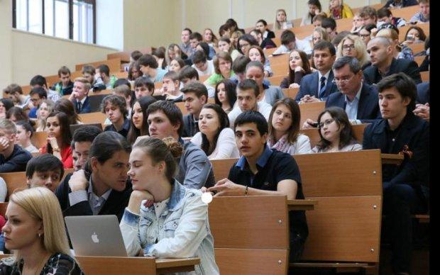 """П'яний неадекват провів """"свою лекцію"""" в українському університеті"""