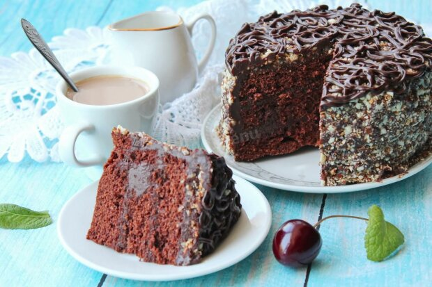 Паличка-виручалочка для господині: як швидко приготувати торт у мікрохвильовці