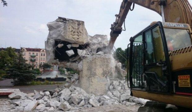 Росія погрожує Польщі «наслідками» за знесення пам'ятника