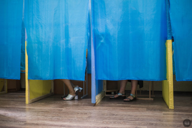 Вимикали свiтло, махлювали та труїлися: як минули вибори на Львiвщинi